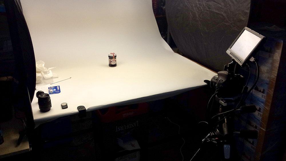Setup Foto-Aufnahmetisch mit Kamera Frontal mit Marmeladenglas